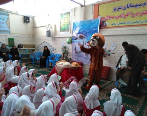جشن یلدا مدارس حاشیه شهر با کمک دختران گلمان اولیا  گرامی وهمکاران بزرگوار