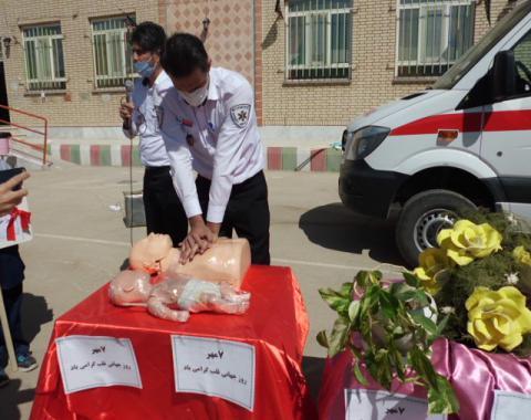 روز جهانی قلب 7 مهر حضور همکاران گرامی از اورژانس شهرستان در آموزشگاه وآموزش احیای قلب به دختران گلمان