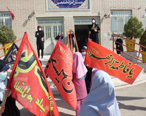 برگزاری مراسم اربعین حسینی با هیات دانش آموزی بارعایت دستورالعمل های بهداشتی وفاصله اجتماعی